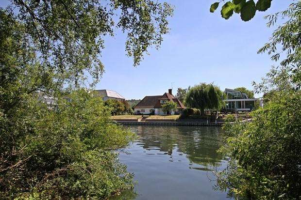 4 Bedrooms Detached House for sale in Quarry Wood Road , MARLOW, SL7