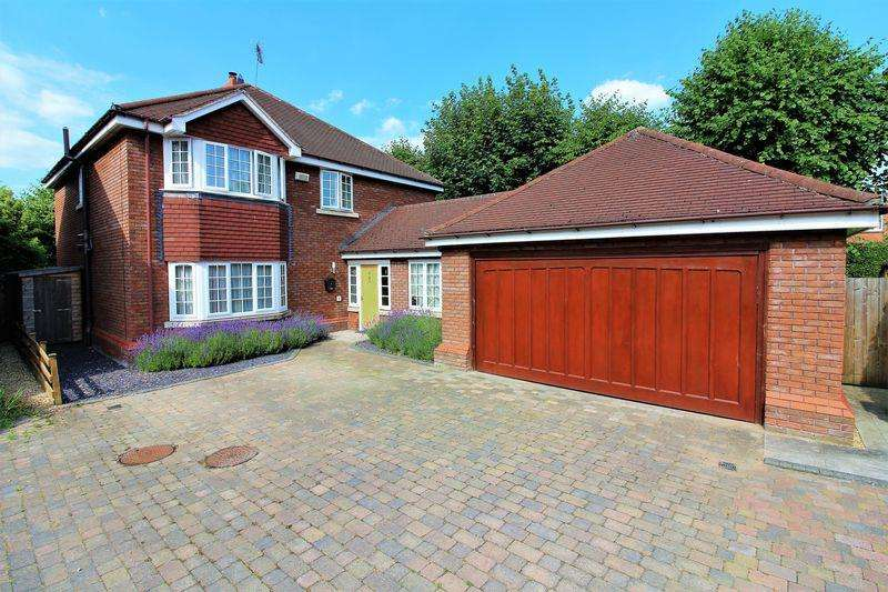 4 Bedrooms Detached House for sale in Glan Aber Court, Hough Green