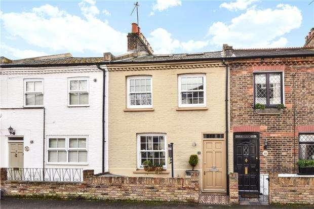2 Bedrooms Terraced House for sale in Helena Road, Windsor, Berkshire