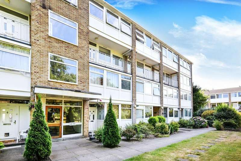 3 Bedrooms Flat for sale in Court Road, Eltham