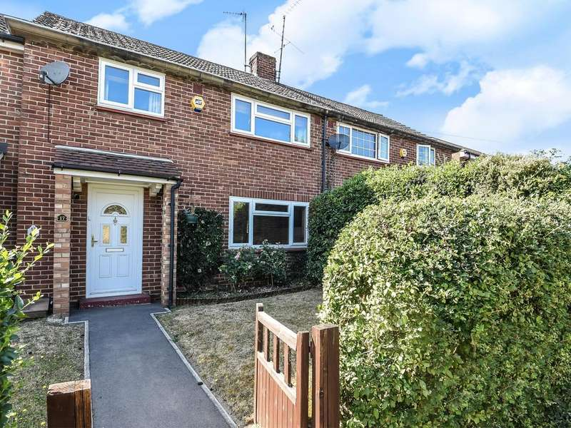 3 Bedrooms Terraced House for sale in Royal Avenue, Calcot, Reading, RG31