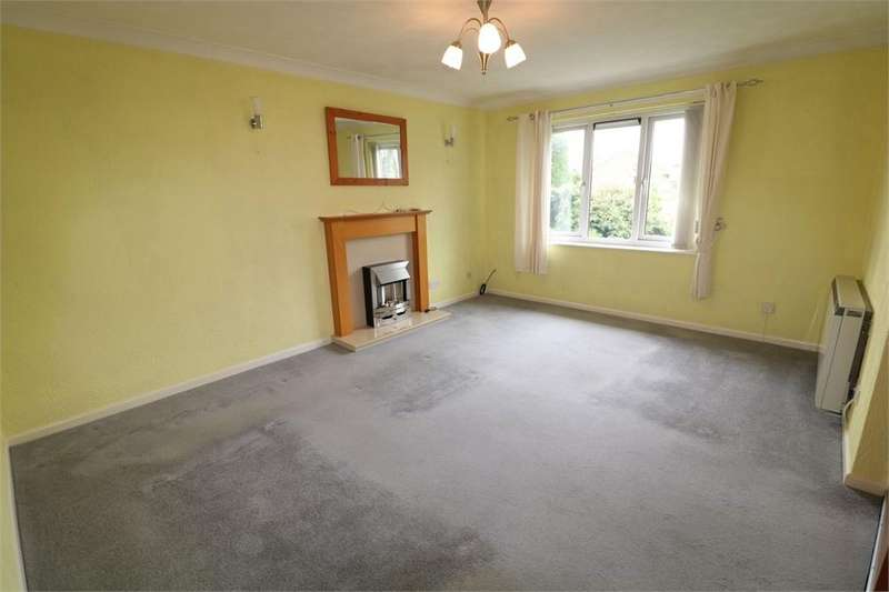 2 Bedrooms Flat for sale in 8 Brook Croft, Ingol, PRESTON, Lancashire