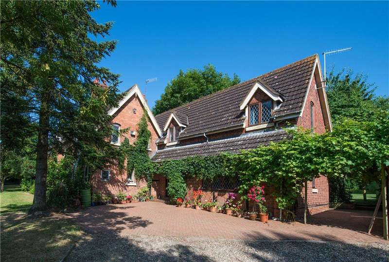 4 Bedrooms Detached House for sale in Doverdale, Droitwich, Worcestershire, WR9