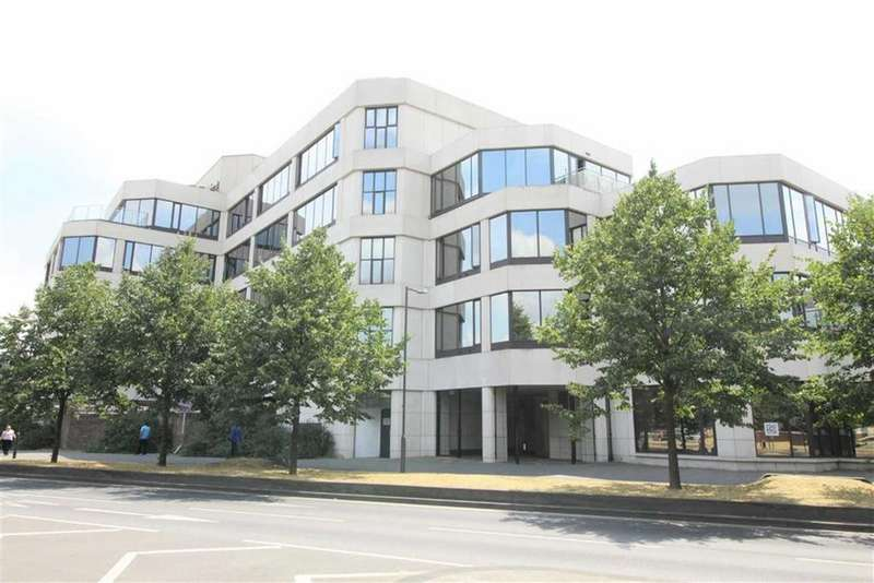 3 Bedrooms Apartment Flat for sale in Cornwall House, Slough, Berkshire