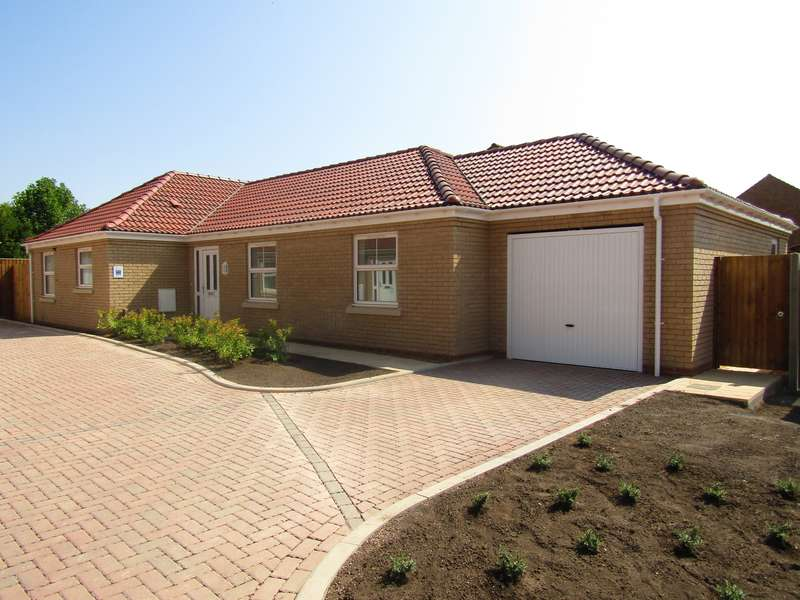 3 Bedrooms Bungalow for sale in Rosewood Close, Whittlesey, PE7