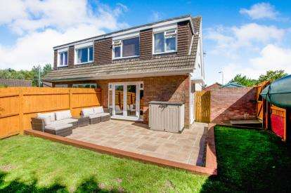 3 Bedrooms Semi Detached House for sale in Elm Close, Little Stoke, Bristol, South Gloucestershire