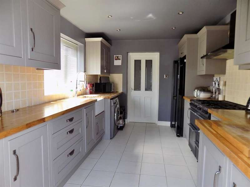 3 Bedrooms Terraced House for sale in Endsleigh Drive, Acklam, Middlesbrough, TS5 4RG