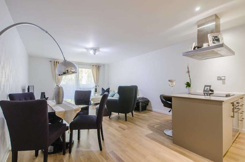 2 Bedrooms Flat for sale in Stebondale Street, Canary Wharf, E14