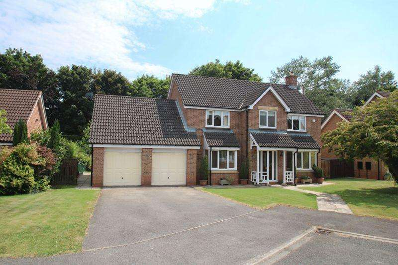 5 Bedrooms Detached House for sale in Langbaurgh Road, Hutton Rudby TS15 0HL