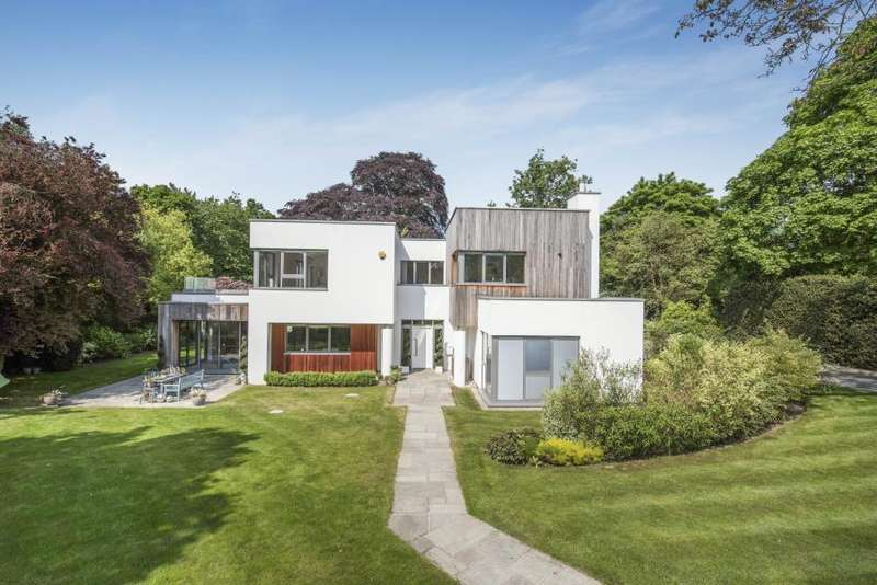 6 Bedrooms Detached House for sale in Woodland Lane, Chorleywood, Herts WD3