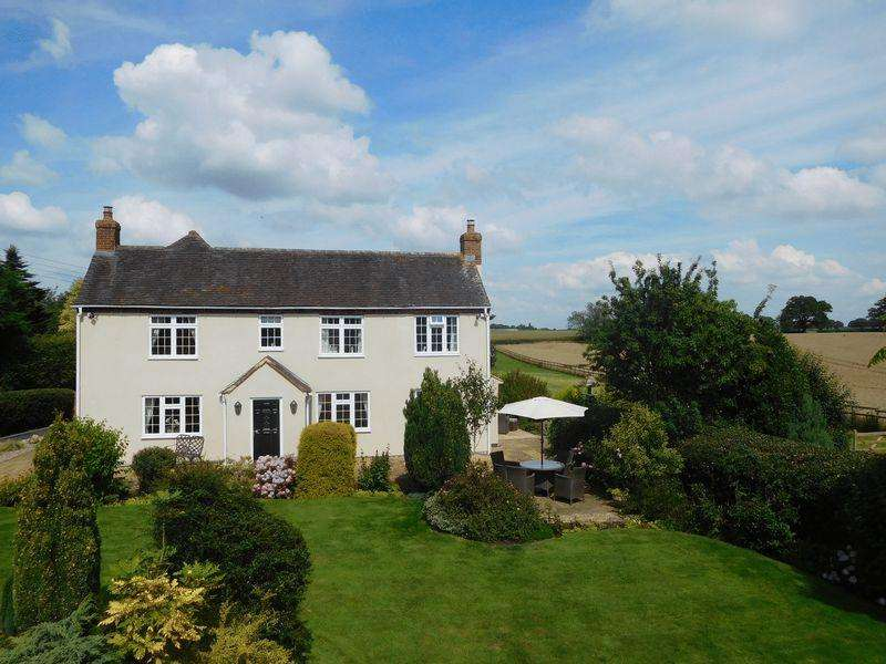 4 Bedrooms Detached House for sale in Oak Meadow Lodge, Bromstead Common, Newport
