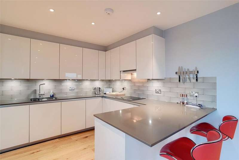 3 Bedrooms Flat for sale in Maud Street, London, E16