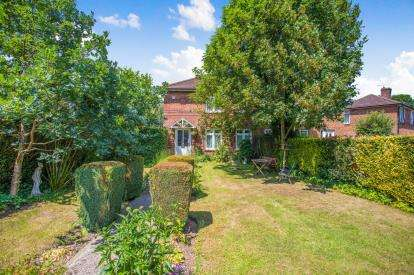 3 Bedrooms Semi Detached House for sale in Bell Lane, Amersham, Buckinghamshire
