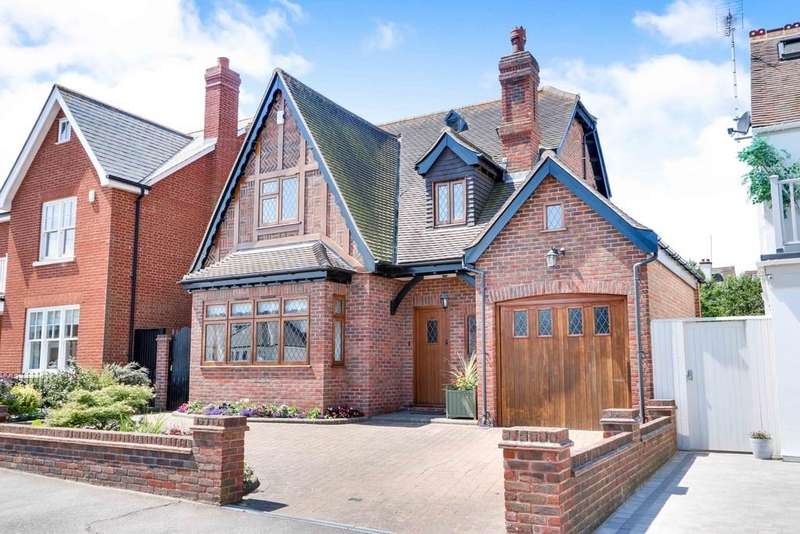 4 Bedrooms Detached House for sale in Vernon Road, Leigh-on-Sea