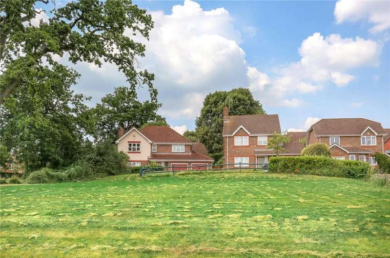 4 Bedrooms Detached House for sale in Cowslip Way, Romsey, Hampshire, SO51