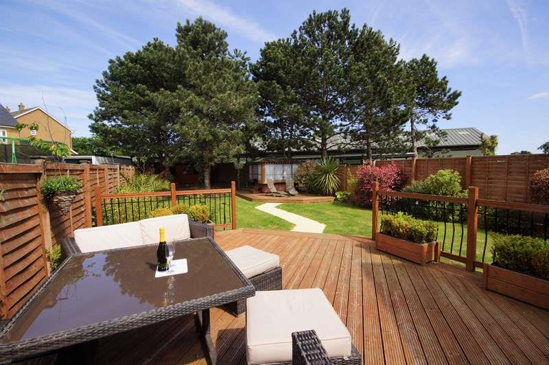 4 Bedrooms Detached House for sale in Superb Historical Garrison location, Shoeburyness