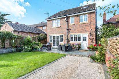 5 Bedrooms Detached House for sale in Doncaster Road, Crofton, Wakefield, West Yorkshire