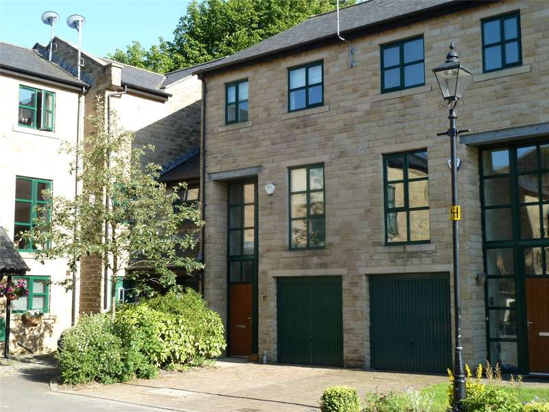 3 Bedrooms Terraced House for sale in Whitehead Close, Greenfield, Saddleworth, OL3