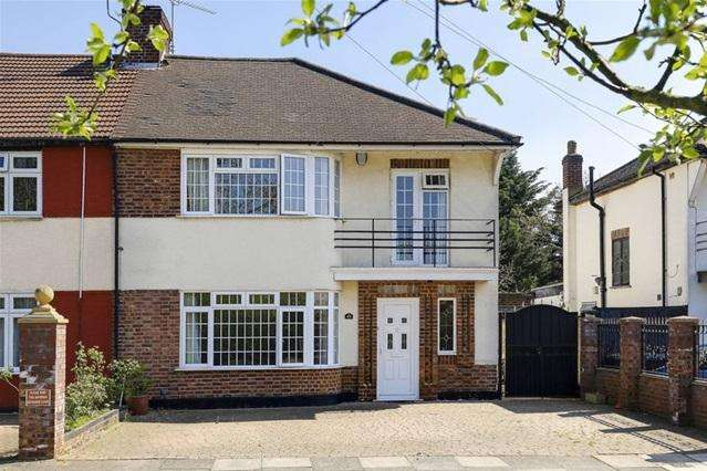 3 Bedrooms Semi Detached House for sale in Chalkwell Park Avenue, Enfield