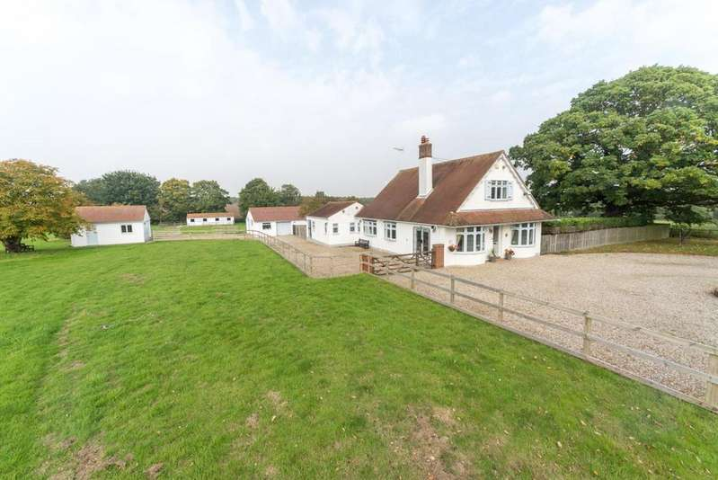 5 Bedrooms Chalet House for sale in Margaretting Road, Writtle, Chelmsford, Essex, CM1