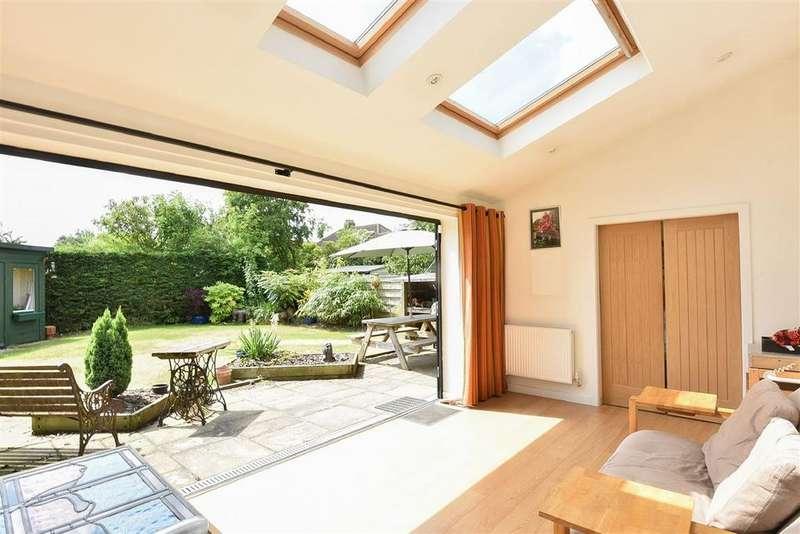 4 Bedrooms Semi Detached House for sale in Lang Road, Bishopthorpe, York