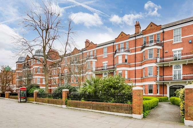 2 Bedrooms Flat for sale in Prebend Mansions, Chiswick High Road, London