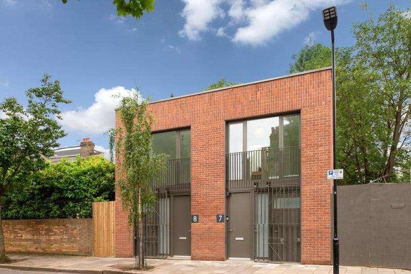 2 Bedrooms House for sale in Cornthwaite Road, London E5