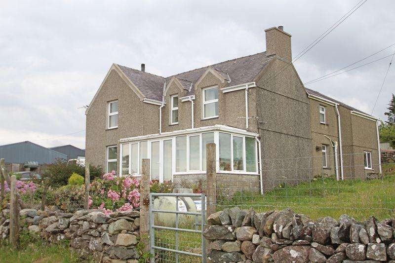 5 Bedrooms Detached House for sale in Groeslon, Gwynedd