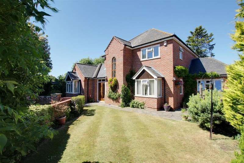3 Bedrooms Detached House for sale in Ash Tree House, 1 Nursery Gardens, Alford
