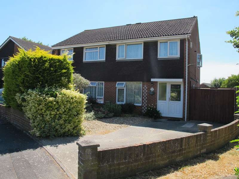 3 Bedrooms Semi Detached House for sale in Headley Close, Lee-On-The-Solent
