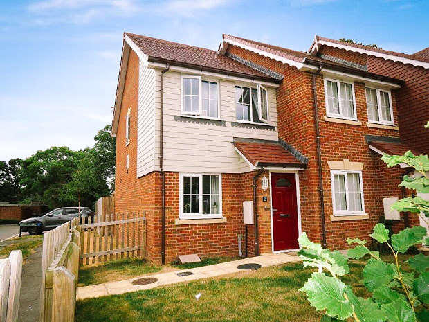 2 Bedrooms End Of Terrace House for sale in Goodwin Close, Hailsham, BN27