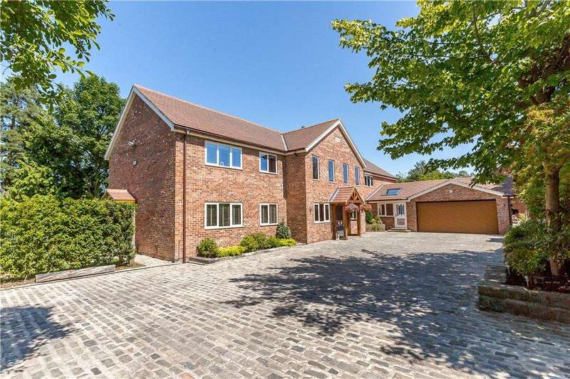 5 Bedrooms Detached House for sale in Stray Garth, York, YO31