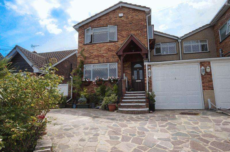4 Bedrooms Link Detached House for sale in Grove Road, Benfleet