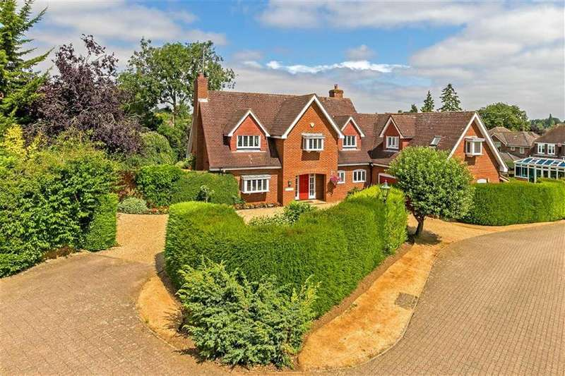 5 Bedrooms Detached House for sale in New England Close, St Ippolyts, Hertfordshire