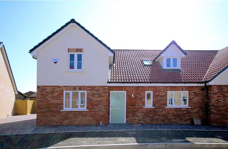 4 Bedrooms Semi Detached House for sale in Maple Gardens, Stotfold, Hitchin, SG5