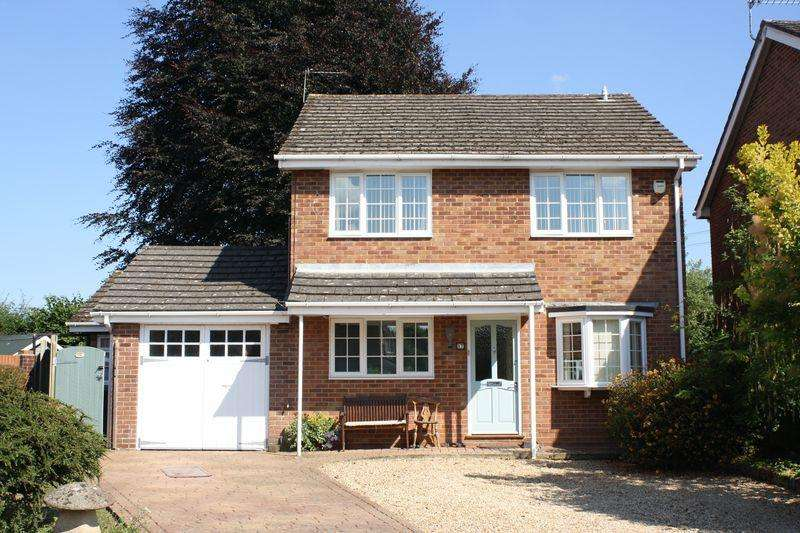 3 Bedrooms Detached House for sale in Manor Close, Wickham