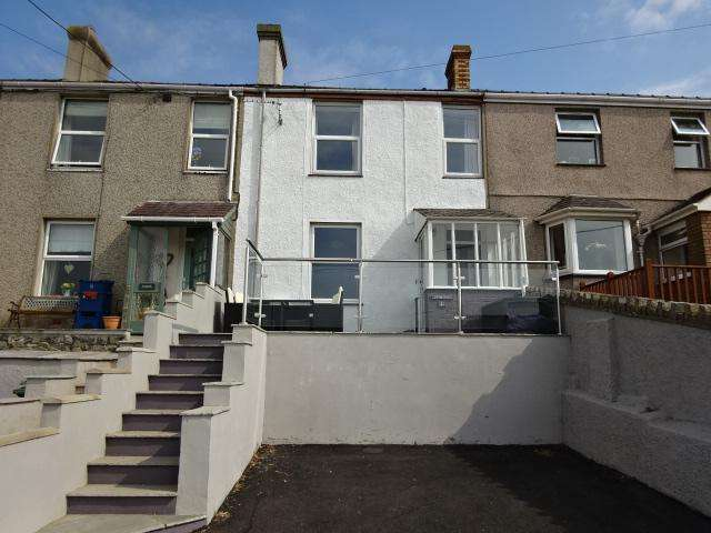 3 Bedrooms Terraced House for sale in SEAVIEW TERRACE, FELINHELI LL56