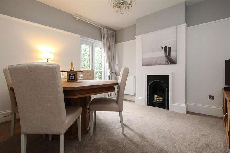 4 Bedrooms Semi Detached House for sale in Robin Hood Road, Brentwood