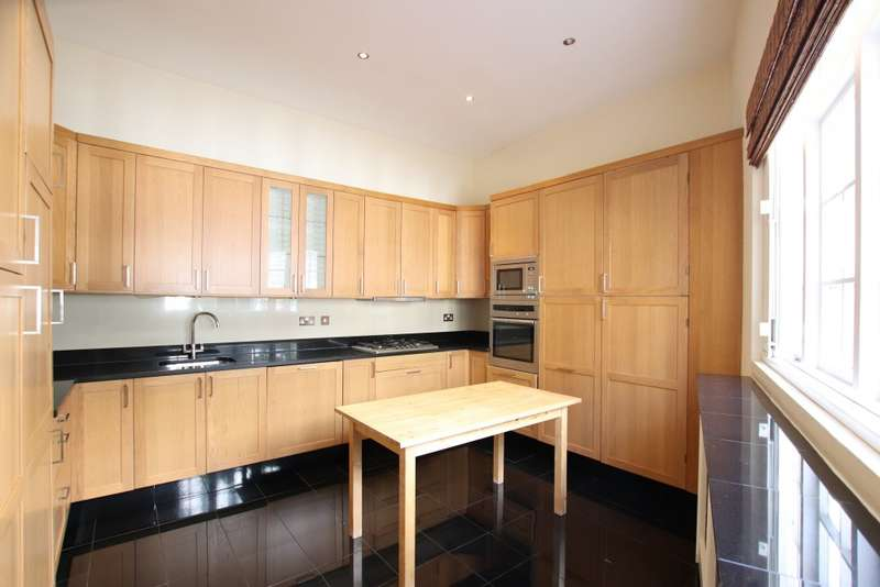 3 Bedrooms Mews House for sale in Dove Mews, South Kensington, SW5