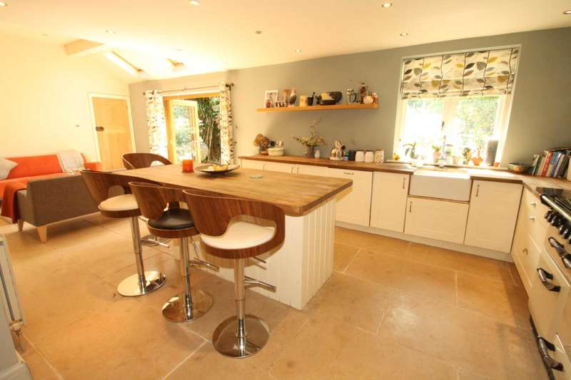 4 Bedrooms Detached House for sale in Pond Head Lane, Earley