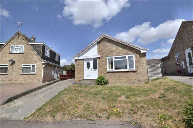 2 Bedrooms Detached Bungalow for sale in Melbourne Drive, Stonehouse, Gloucestershire, GL10 2PJ