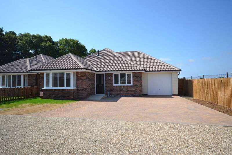 3 Bedrooms Detached Bungalow for sale in Church Road, Brightlingsea