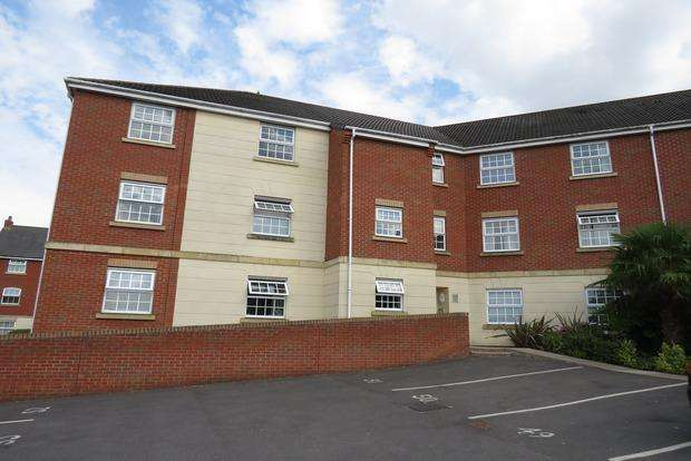 2 Bedrooms Flat for sale in Birkby Court, Hamilton, Leicester, LE5