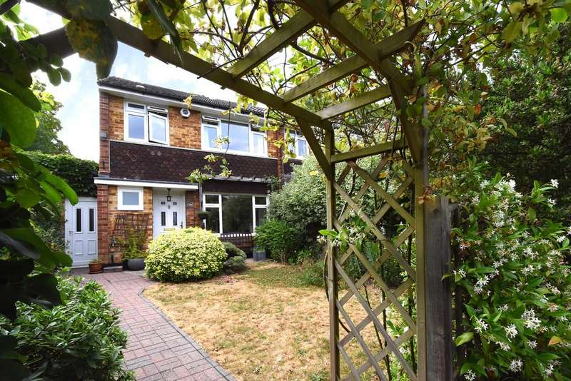 3 Bedrooms Semi Detached House for sale in The Fieldings, SE23