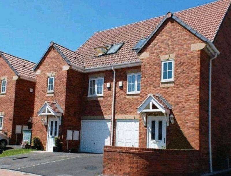 3 Bedrooms Terraced House for sale in Waterford Place, Normanton