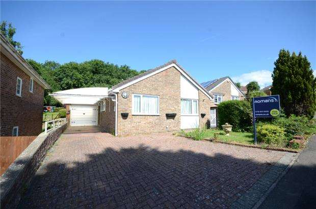 2 Bedrooms Detached Bungalow for sale in Bay Tree Rise, Calcot, Reading