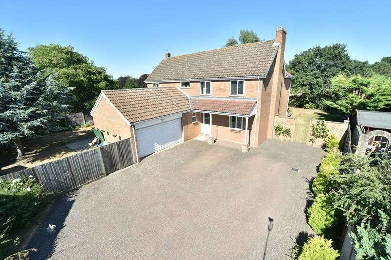 4 Bedrooms Detached House for sale in The Paddocks, Worlington, Bury St. Edmunds