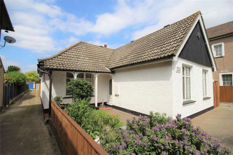 4 Bedrooms Detached Bungalow for sale in Upminster Road North, Rainham, Essex