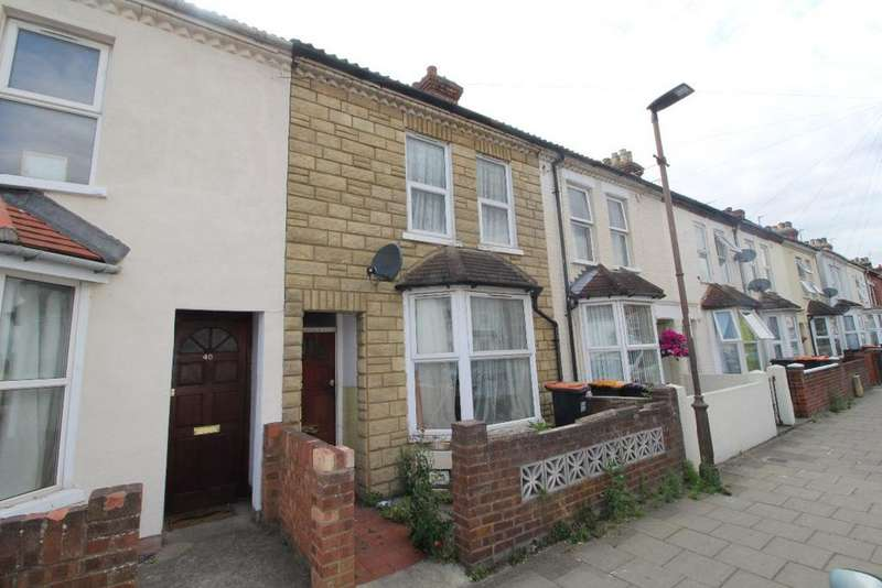 3 Bedrooms Terraced House for sale in Coventry Road, Queens Park MK40