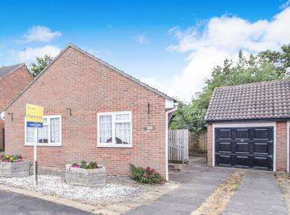 2 Bedrooms Bungalow for sale in Rivington Drive, Loughborough
